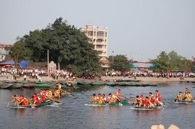 Hội đua thuyền Rồng lễ hội đền Thái Vi