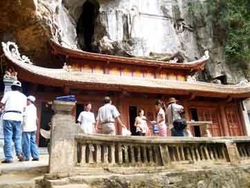 Khám phá vẻ đẹp chùa Bích Động