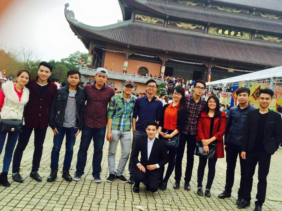 Du khách thăm quan tại chùa Bái Đính