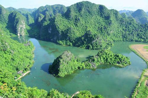 """Phát triển du lịch Ninh Bình sau """"cú hích"""" di sản"""