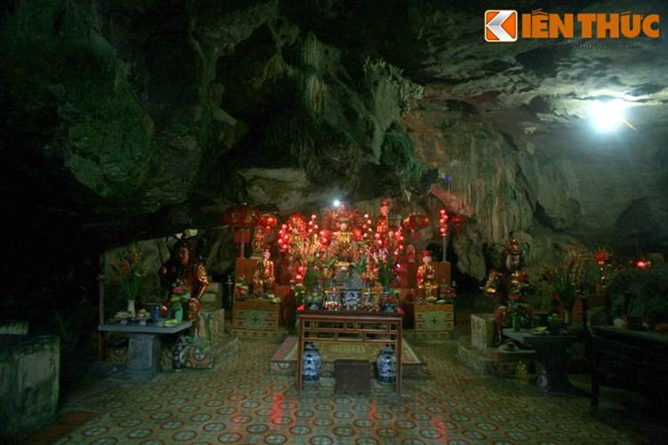 Dân gian kể rằng, vào những đợt nắng hạn, khi vảy rồng trong động long lanh tỏa sáng thì vài ngày sau trời sẽ đổ mưa. Vì thế, vào những năm hạn hán, nhân dân địa phương thường làm lễ cầu mưa ở chùa Bàn Long.