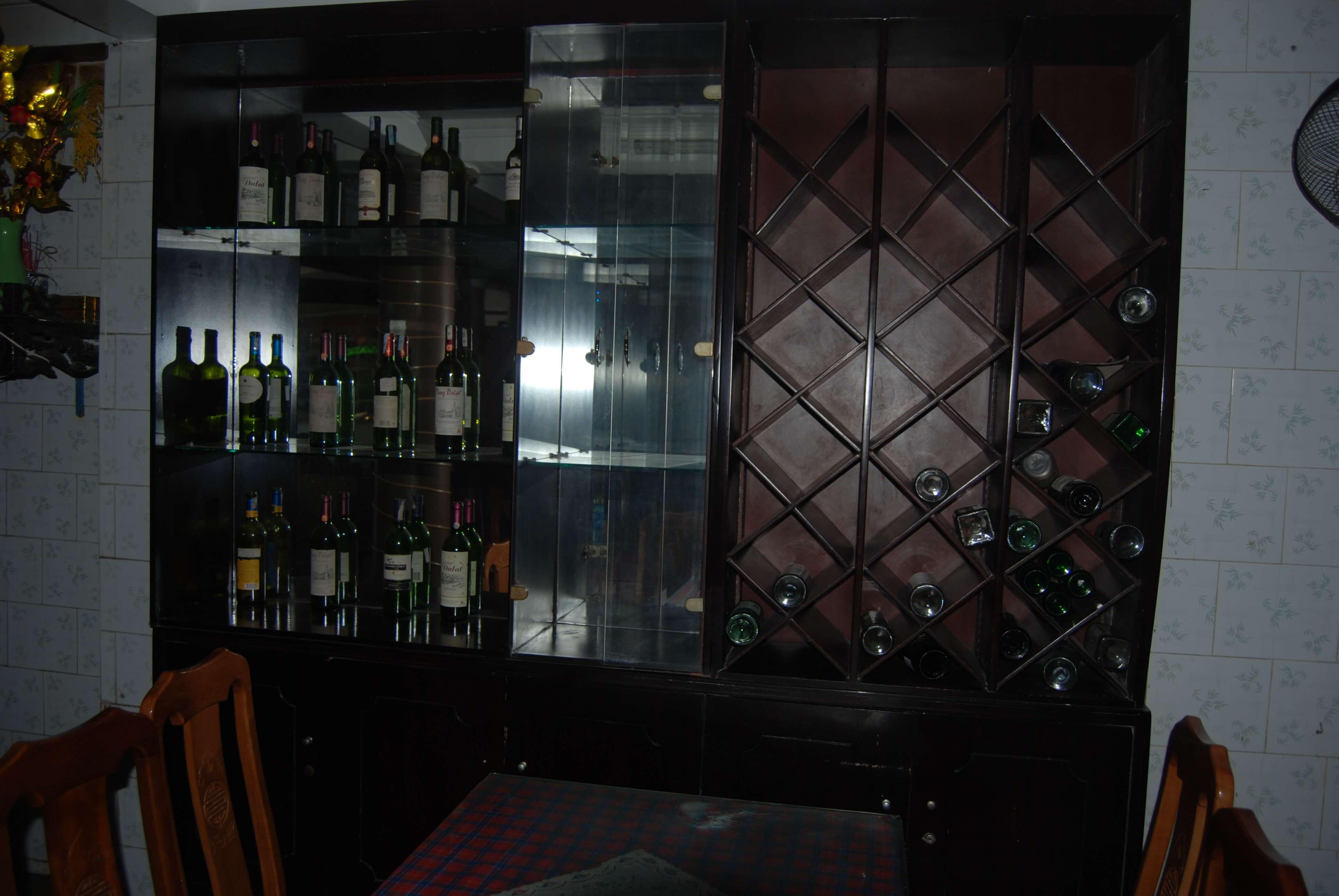 Quầy Bar với nhiều loại rượu khác nhau