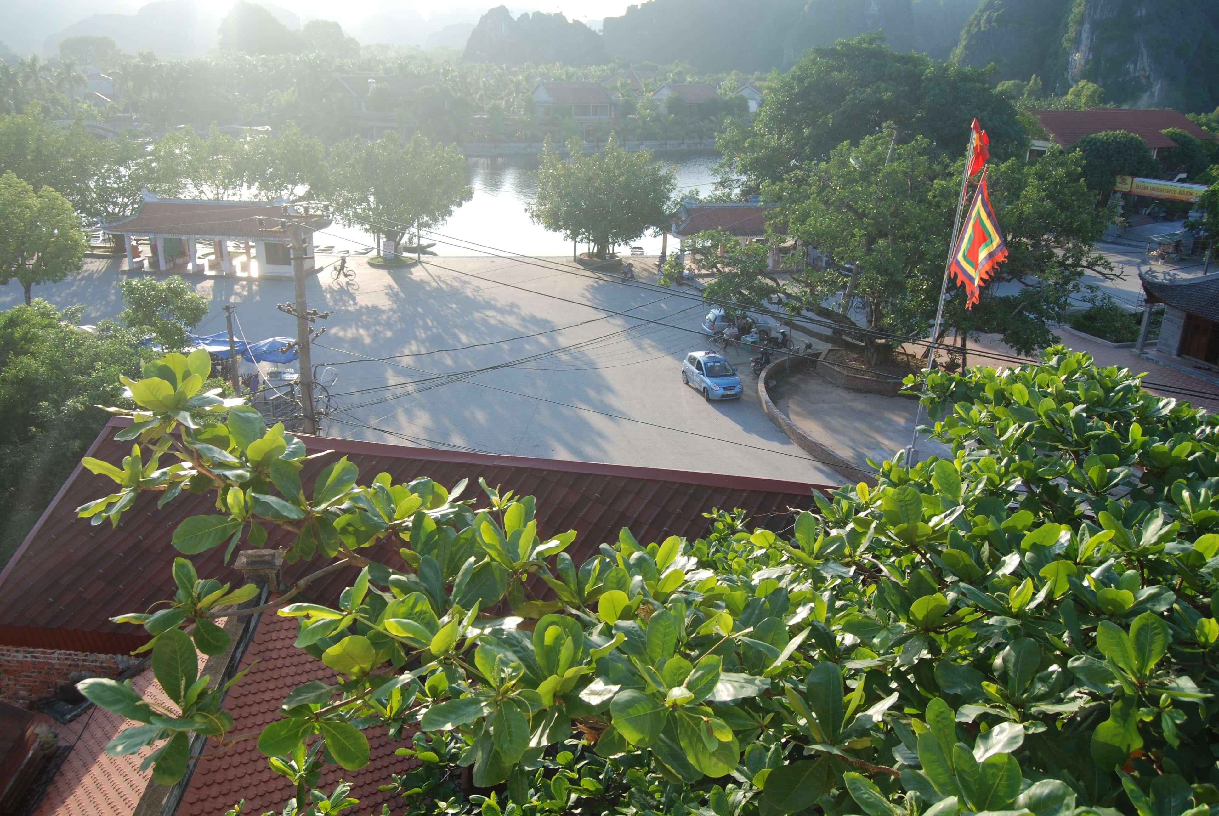 Bến thuyền Tam Cốc nhìn từ Khách sạn